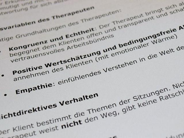 Seminarunterlagen in der Ausbildung zum kleinen Heilpraktiker in Gelnhausen, Hanau, Fulda