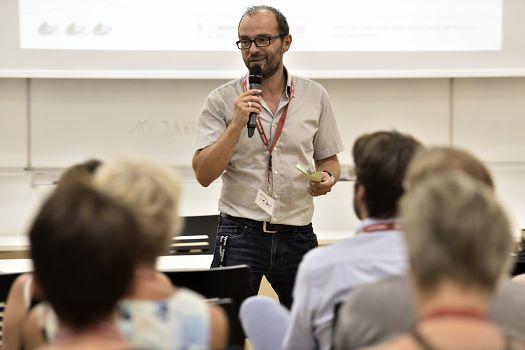 Peter Reitz bei der Begrüßung zum Jubiläum von change active