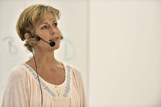Gaby Keilwerth-Schmitt moderiert eine Klangreise